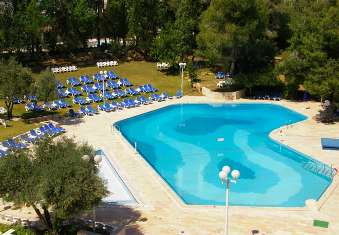 Ramada Hotel - Outdoors Pool